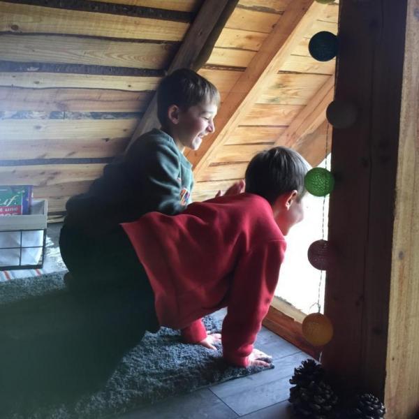 Les enfants dans la Cabane découverte